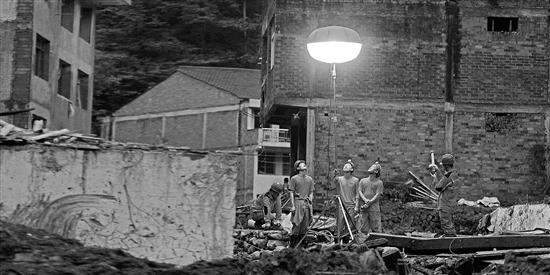 温州一村党支书山洪中救出邻居一家六口,却没能救回自己母亲