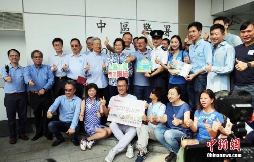 """香港多名议员支持将每年8月10日设为""""香港警察日"""""""