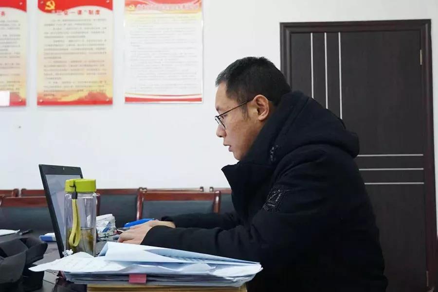 """抗击台风牺牲的纪委书记李夏被追授""""安徽优秀共产党员""""称号"""