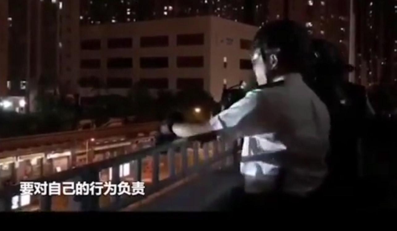 硬核感化!以唐僧式喊话感化废青的香港警察,原来是谈判专家