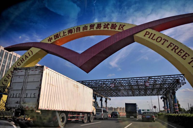 2013年9月29日,中国(上海)自由贸易试验区在浦东揭牌。陈征 摄