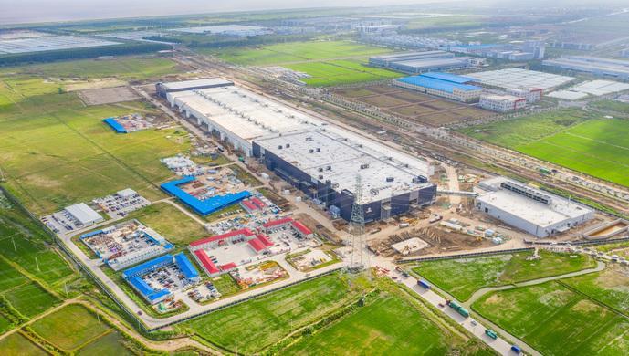 在建中的特斯拉上海超级工厂。