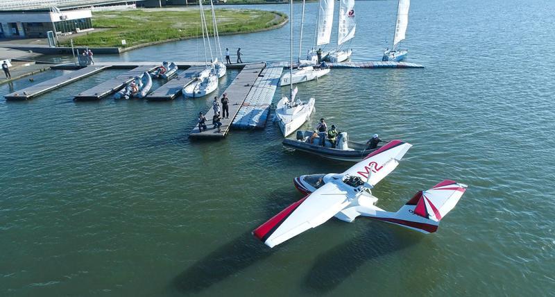 首架中国自主生产的水陆两栖飞机风翎号在临港研发成功。