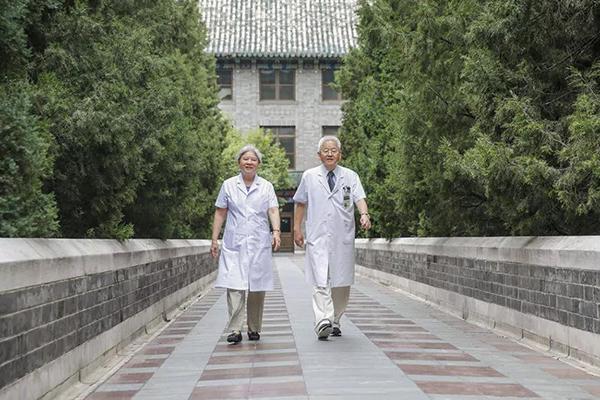 城事|医路有你:一起为病人解除痛苦,是属于他们的特殊浪漫