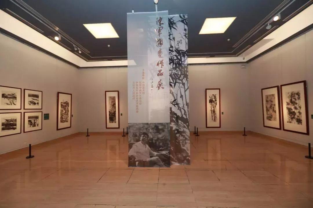 中国美术馆前排长队,众多知名媒体关注……陈军国画展