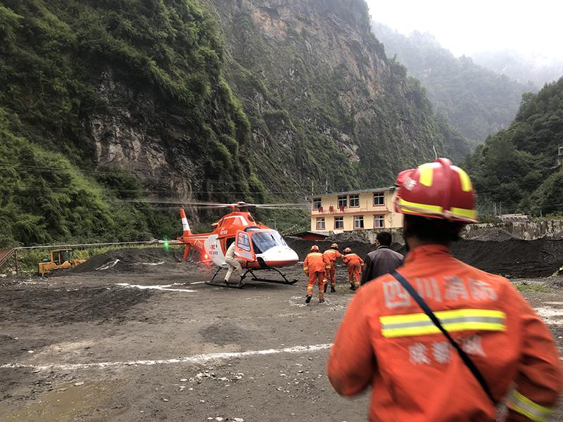 四川卧龙一水电站附近70名受困者获救,部分通过直升机转移