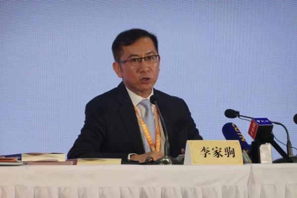 香港出版总会会长:强烈谴责非法暴力示威,期盼尽快恢复秩序