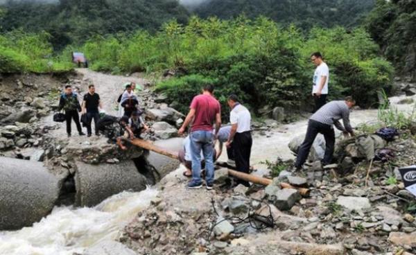 强降雨致四川阿坝8人死亡26人失联,四川紧急调拨救灾物资