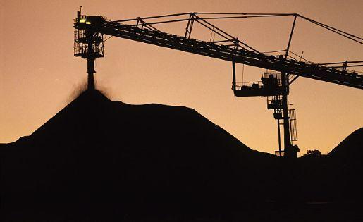 北纬38度线以北的地区,煤炭资源越丰富的地区煤电企业亏损越严重。
