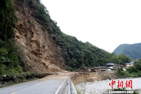 四川宝兴暴雨致一人遇难,目前已紧急转移安置上千人