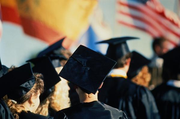 美国的教育特权:梦想、分流和凝固