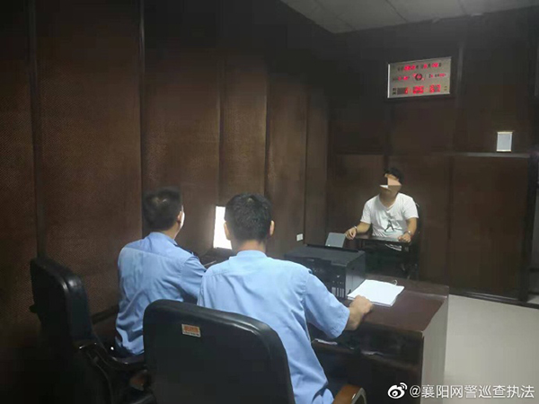 李某海某对自己在网络上散布谣言的违法行为供认不讳。 @襄阳网警巡查执法 图
