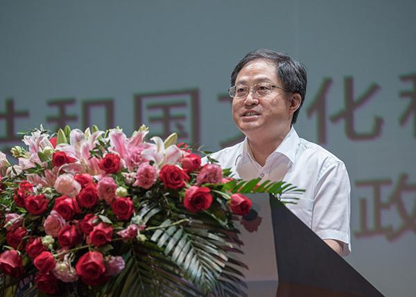 戏曲百戏盛典闭幕式上,昆山市长鼓掌致敬80岁成都老戏迷