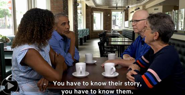 奥巴马夫妇和纪录片《美国工厂》的两位导演的对话场面。