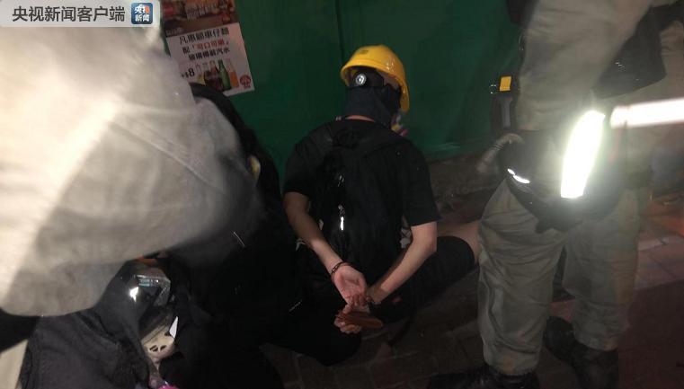 警方在湾仔现场逮捕了几名激进示威者