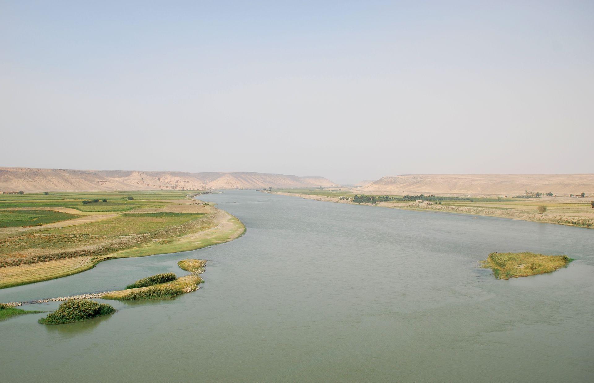 干涸的大河:土耳其与叙利亚的幼发拉底河水资源之争