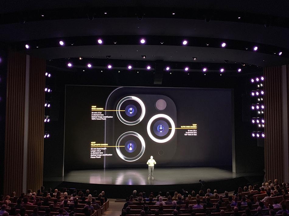 "iPhone 11 Pro系列摄像头变成了三个,被外界吐槽为""浴霸""式造型。"