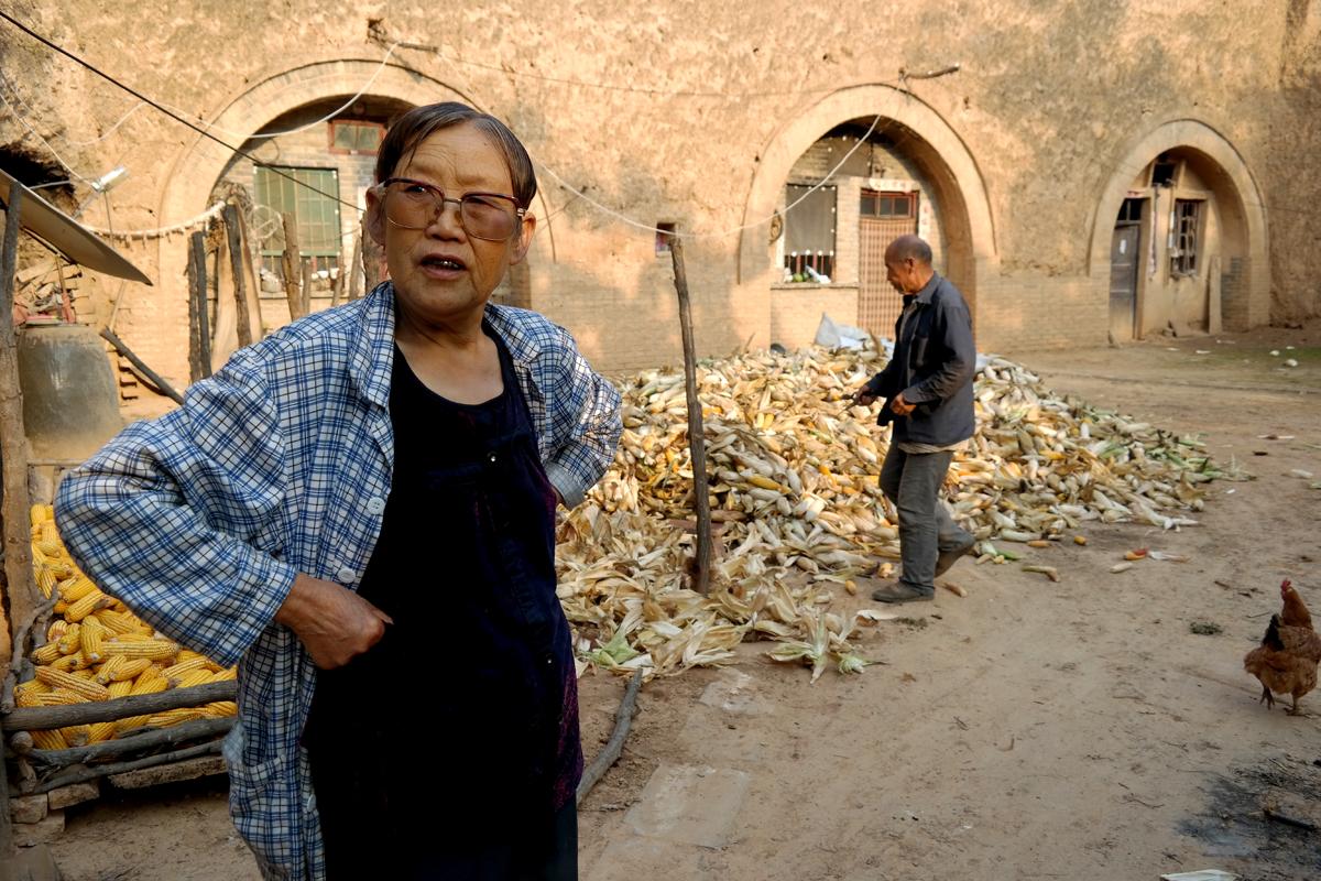 36年前老人  掏500元买猪圈改造土窑院,培养出三个公兴搬迁