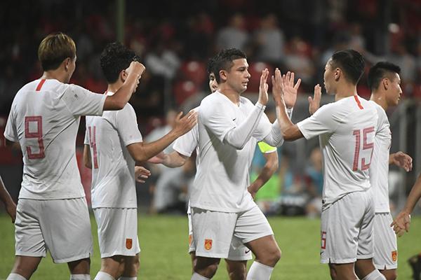 国足球员庆祝胜利。 本文图片 新华社