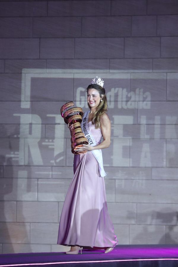 意大利小姐艾瑞卡助力环意RIDE LIKE A PRO长三角公开赛。