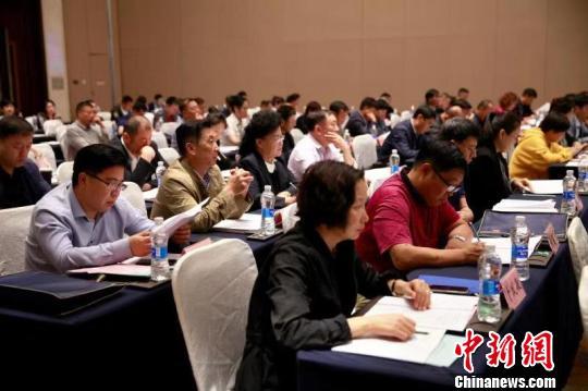 12日,黑龙江省职业能力建设工作座谈会暨技工院校思想政治工作会议在哈尔滨市召开。 本文图均为 中新网 图