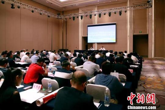 黑龙江省人社厅相关负责人介绍黑龙江省技能人才情况。