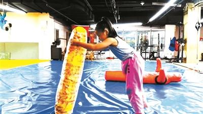 """7岁女孩上演""""中国版摔跤吧爸爸"""",目前已考取柔道9级"""