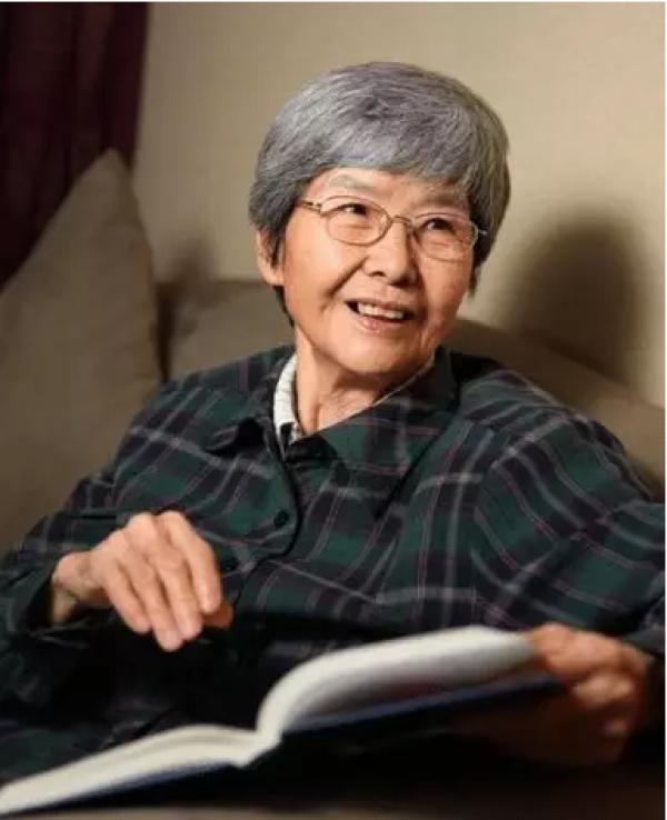 """81岁""""敦煌女儿""""被授国家荣誉,与丈夫的爱情故事令人动容"""