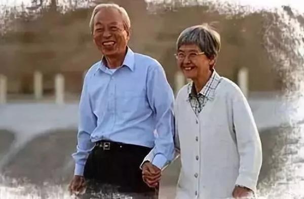 樊锦诗与彭金章分隔两地多年后才在敦煌相聚。