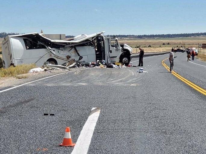 美国犹他州一满载讲中文游客旅游车发生车祸,至少4人死亡