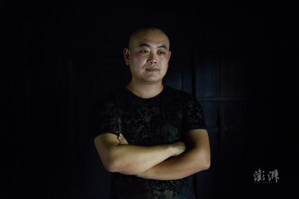 傅登旺,桐木人,制茶师,桐木村村委工作人员。