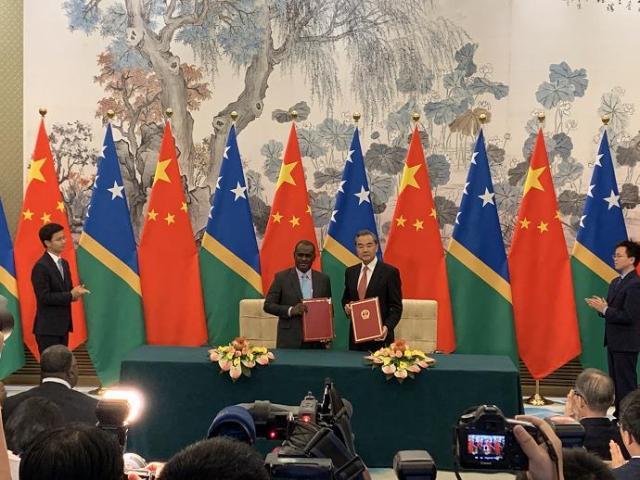 9月21日,国务委员兼外交部长王毅同所罗门群岛外长马内莱在北京举行会谈并签署《中华人民共和国和所罗门群岛关于建立外交关系的联合公报》。