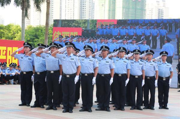 吴川市公安局进行敬礼比武项目