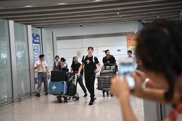 2019年9月25日,北京首钢新援林书豪抵达首都机场。 本文图片 视觉中国