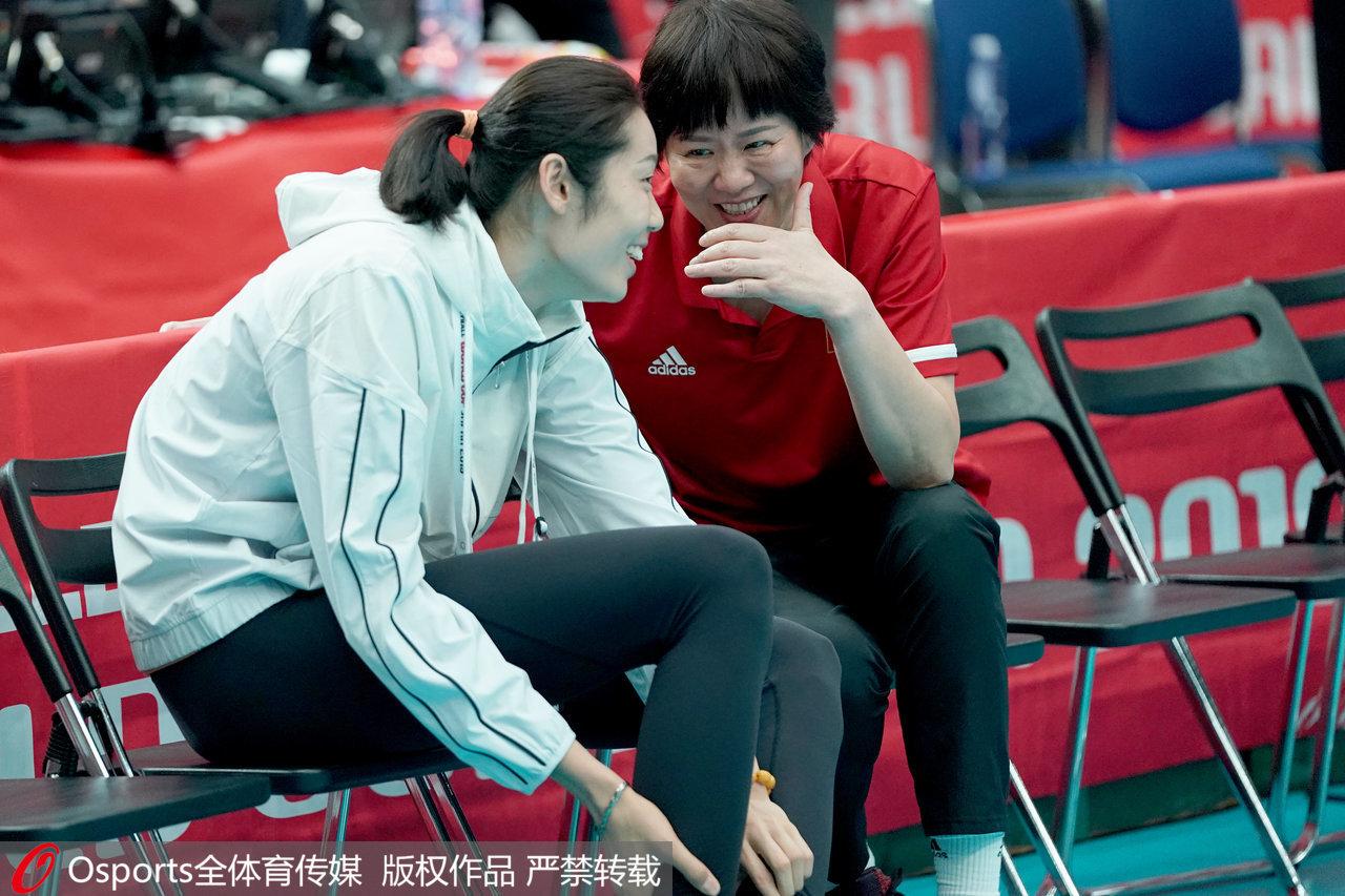 最后三场!中国女排怎么训练:郎平不停叮嘱,全队士气高涨
