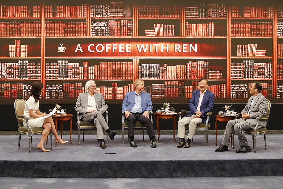9月26日,深圳,华为公司创始人任正非对话两位人工智能专家杰里·卡普兰和彼得·柯克伦。