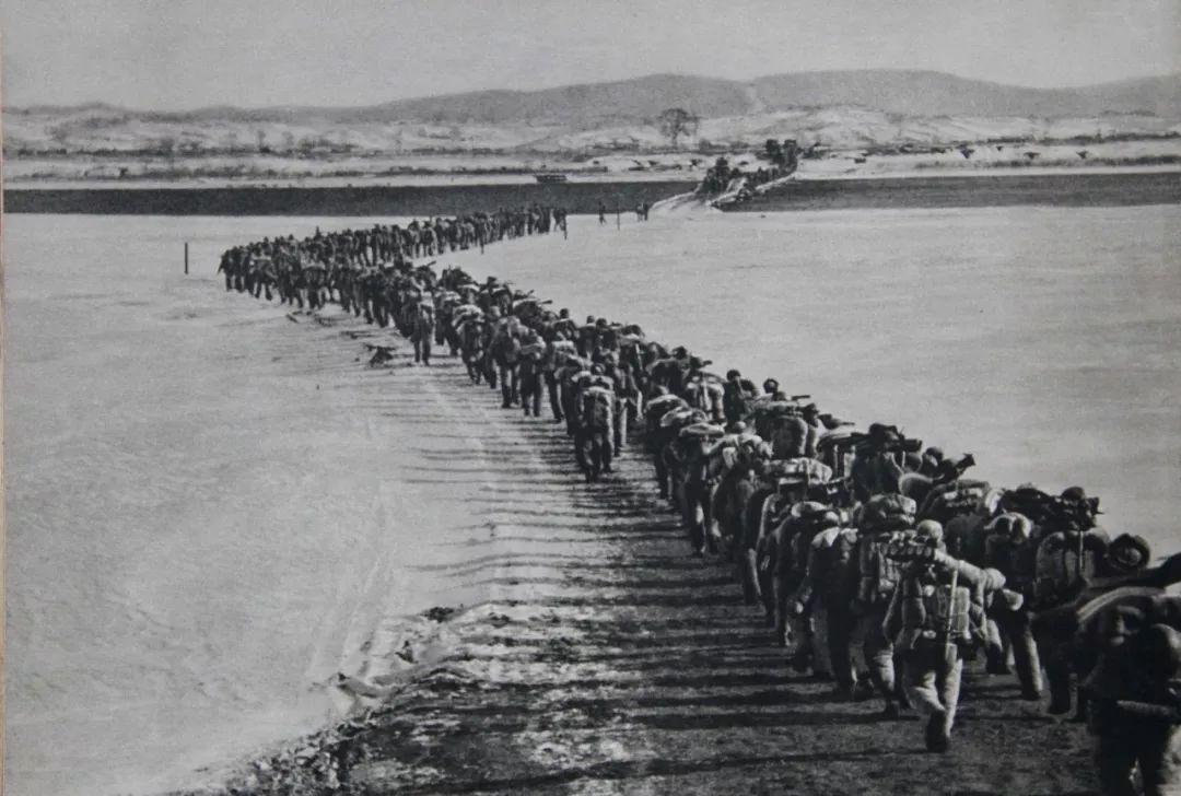 中国人民志愿军跨过鸭绿江