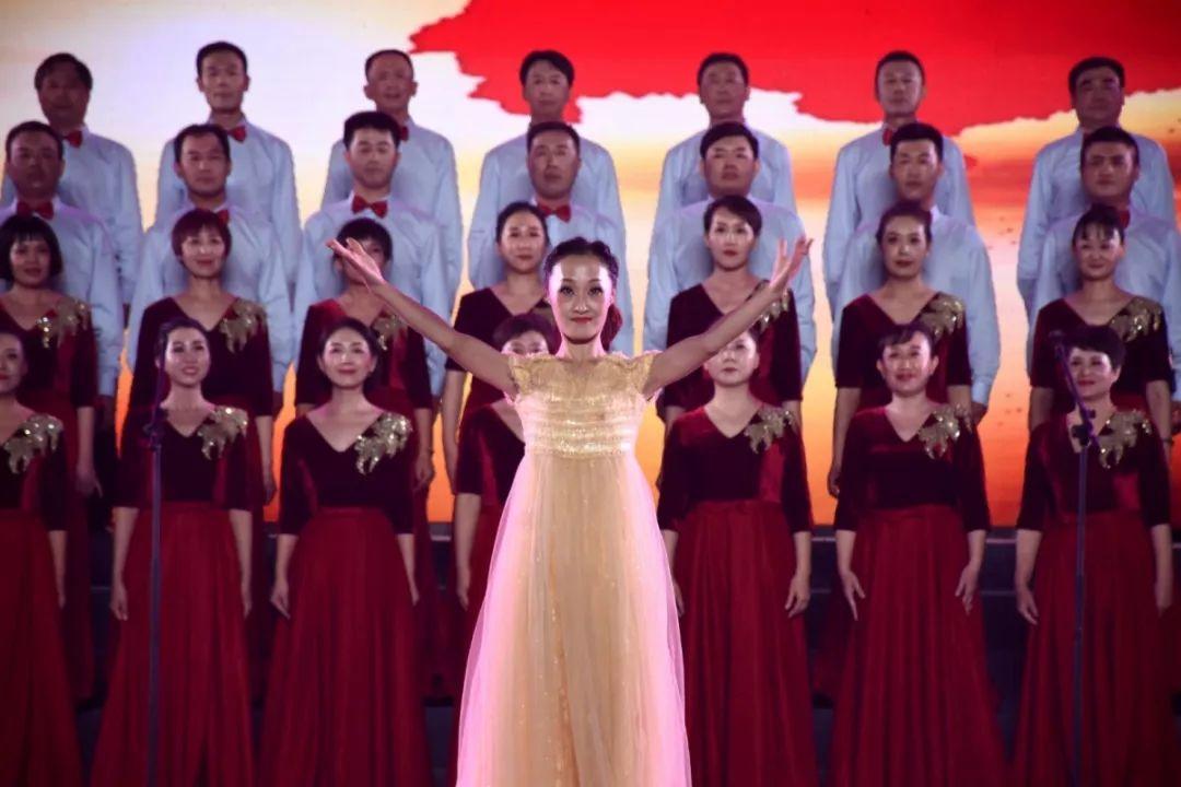 剛剛,在邢臺學院體育館舉辦了一場慶祝祖國7