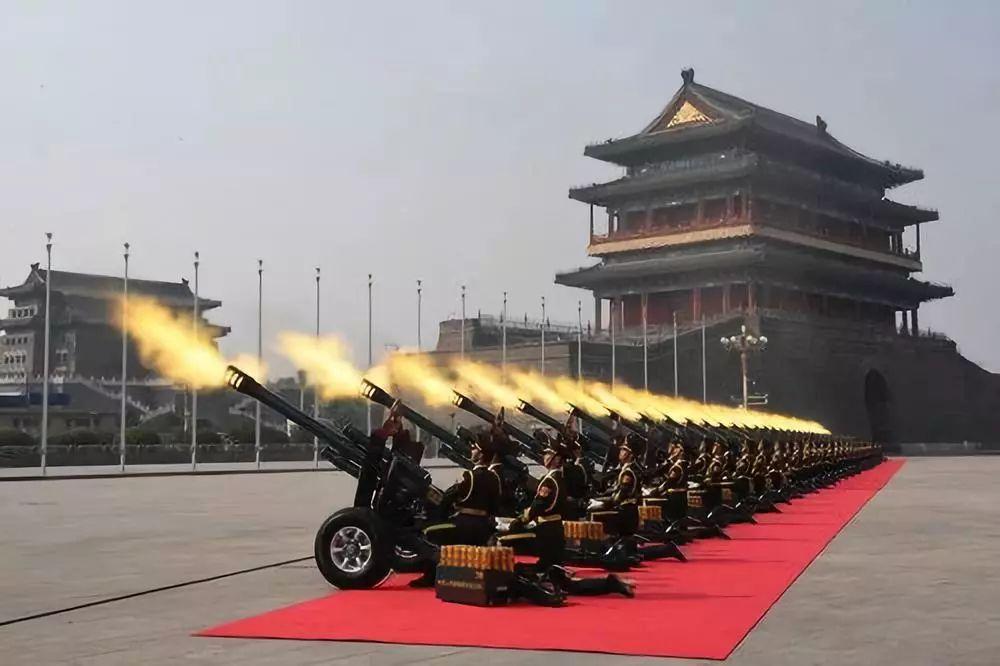 这是礼炮鸣响。新华社记者 万象 摄
