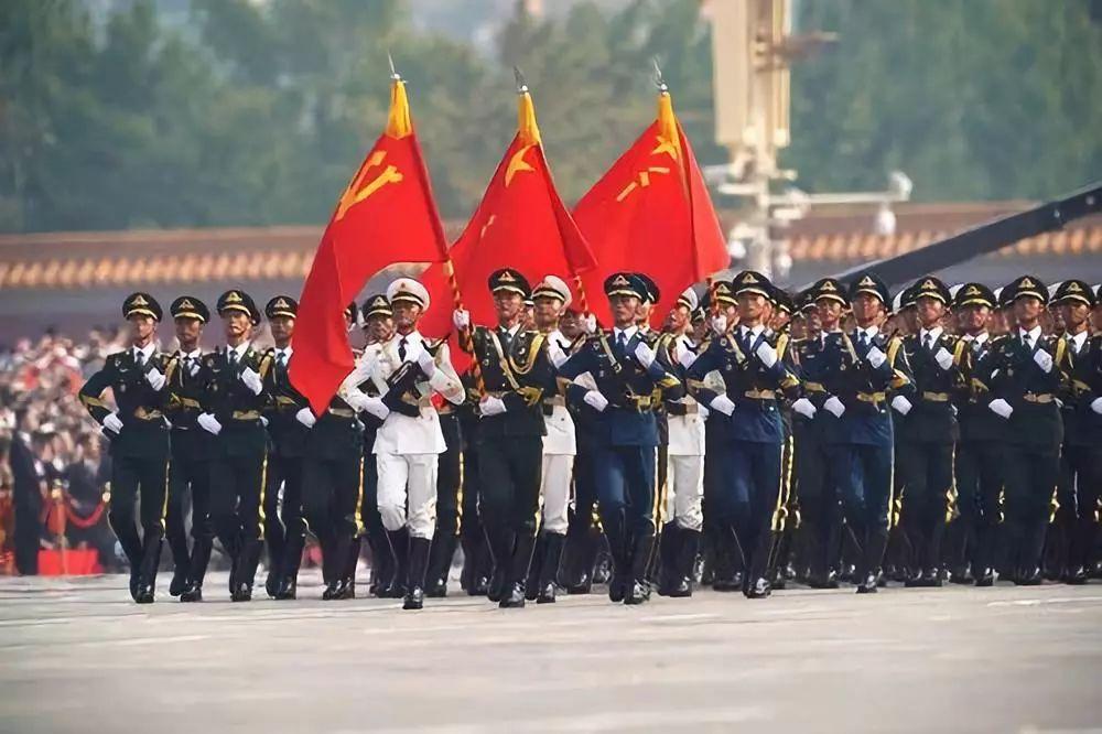 这是行进中的仪仗方队。新华社记者 王毓国 摄