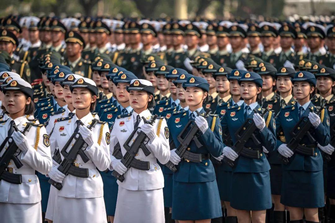 这是受阅的女兵方队。新华社记者江文耀摄