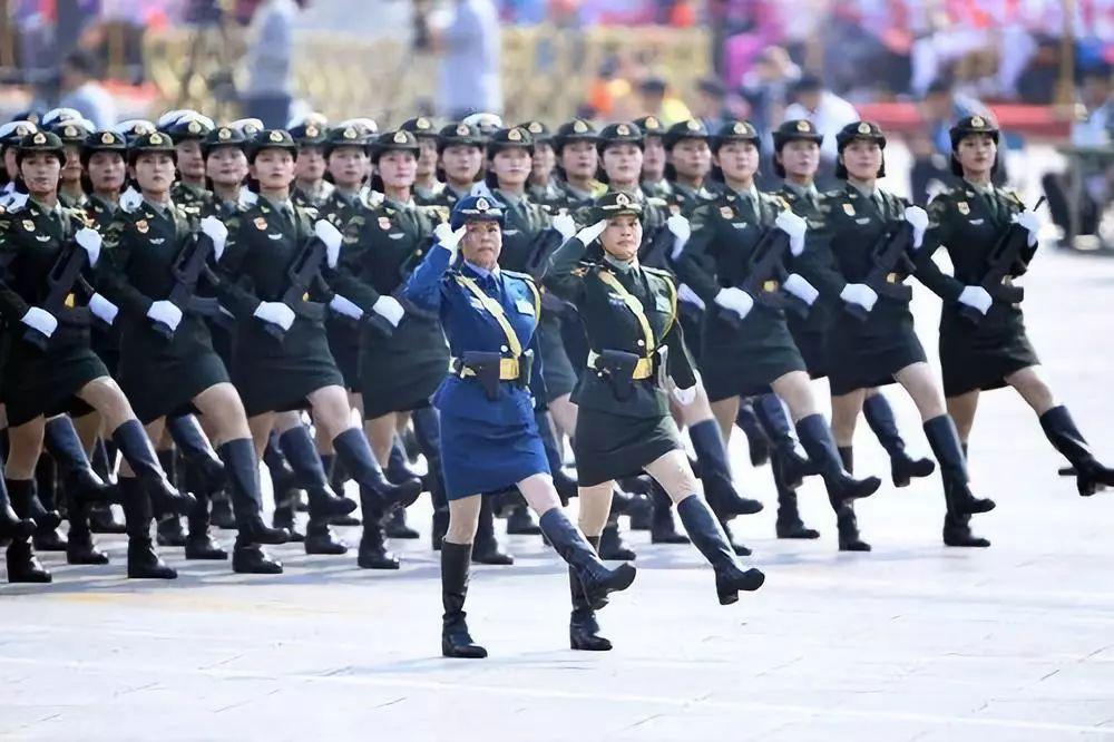 这是女兵方队。新华社记者 王建华 摄