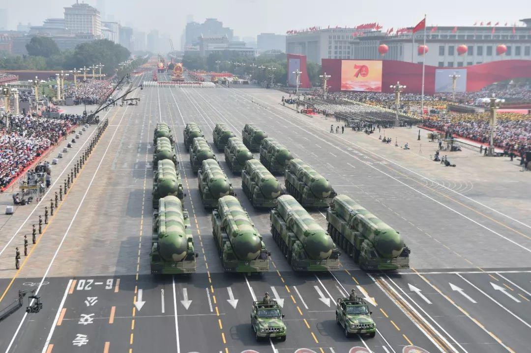 这是东风-41核导弹方队。新华社记者 徐昱 摄