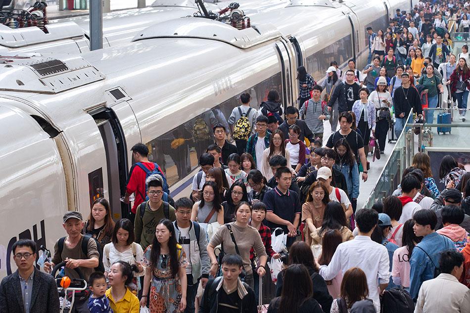 國慶假日運輸8天,長三角鐵路預計共發送旅客2121.4萬人次。?段利雷 圖