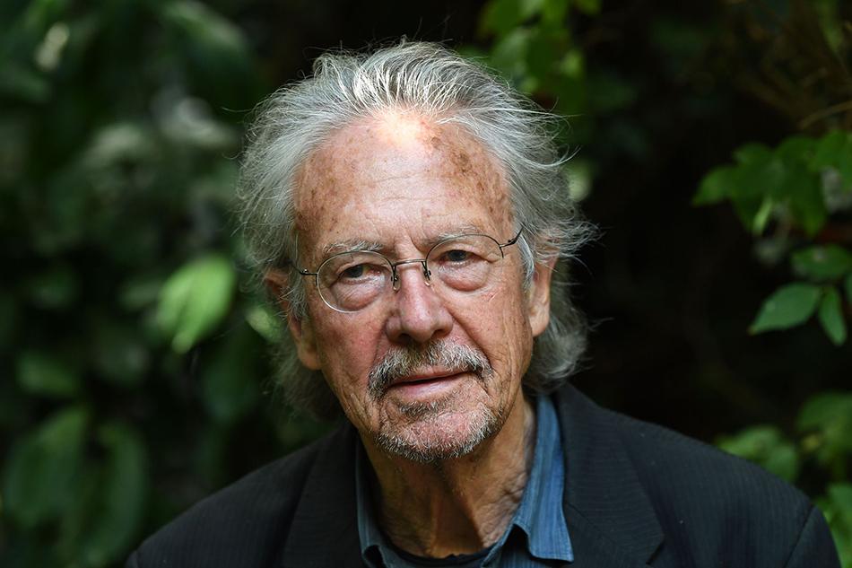 当地时间2019年10月10日,法国巴黎,2019年诺贝尔文学奖得主彼得·汉德克(Peter Handke)。 视觉中国 图