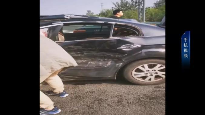 石家庄一消防员路遇车祸,徒手救下5人