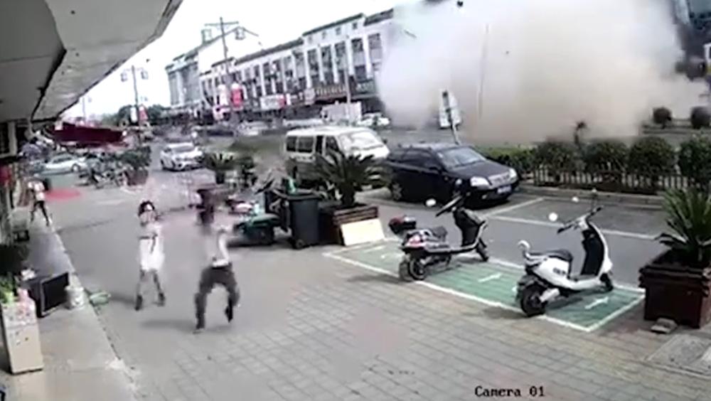 无锡一小吃店发生燃气爆炸:15人送医,6人经抢救无效死亡