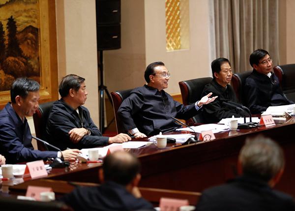 经济形势座谈会上总理释放重要信号:稳增长放在更加突出位置
