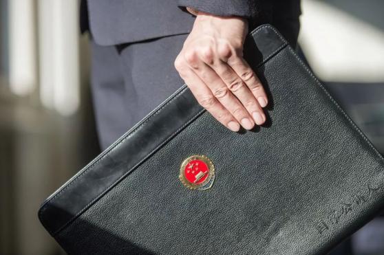 贫困夫妻养3孩偷9罐奶粉被抓,江苏张家港检方决定不起诉
