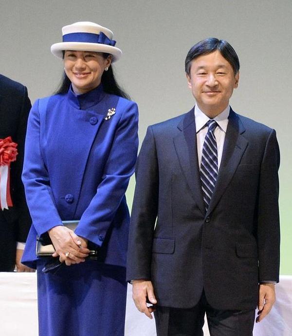 """受台风""""海贝思""""影响,日本天皇即位巡游活动将推迟至下月"""